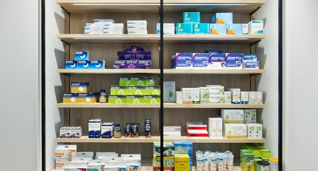 Estantería para farmacias, La Corona