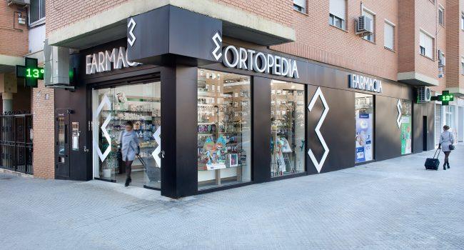 Fachada de la farmacia y ortopedia Riera