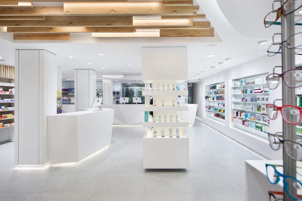 Farmacias modernas en blanco