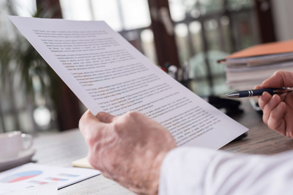 Revisando con calma las cargas y contratos