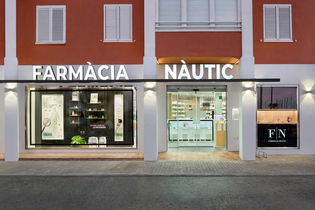 Fachada de la farmacia nautic