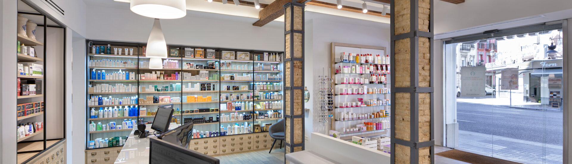 Vista interior farmacia sentandreu