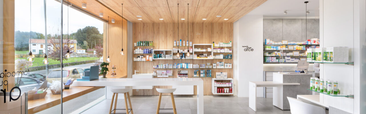Interior Farmacia Puente Arce